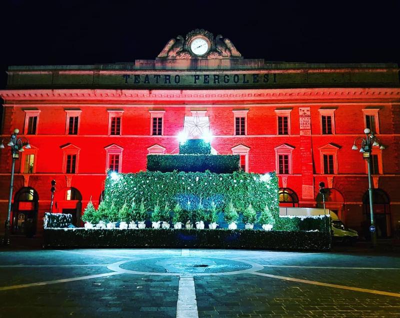 Albero palcoscenico a Jesi in Piazza della Repubblica