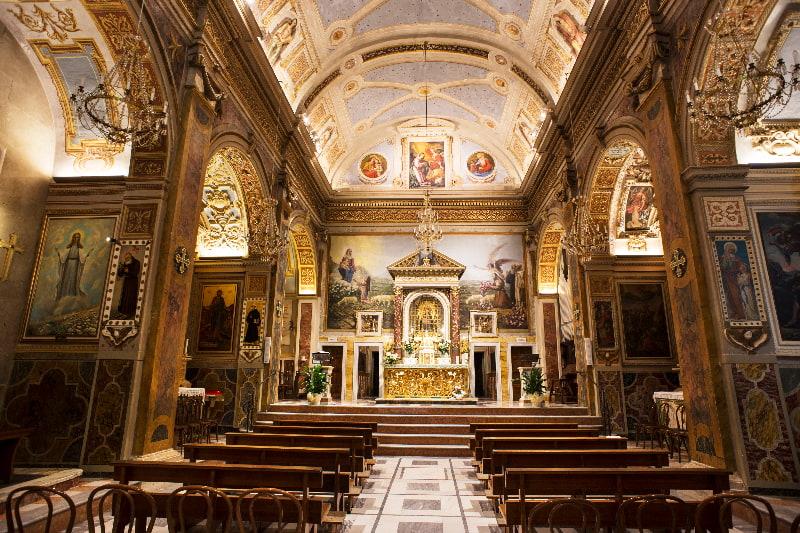 L'interno del Santuario della Madonna dell'Ambro