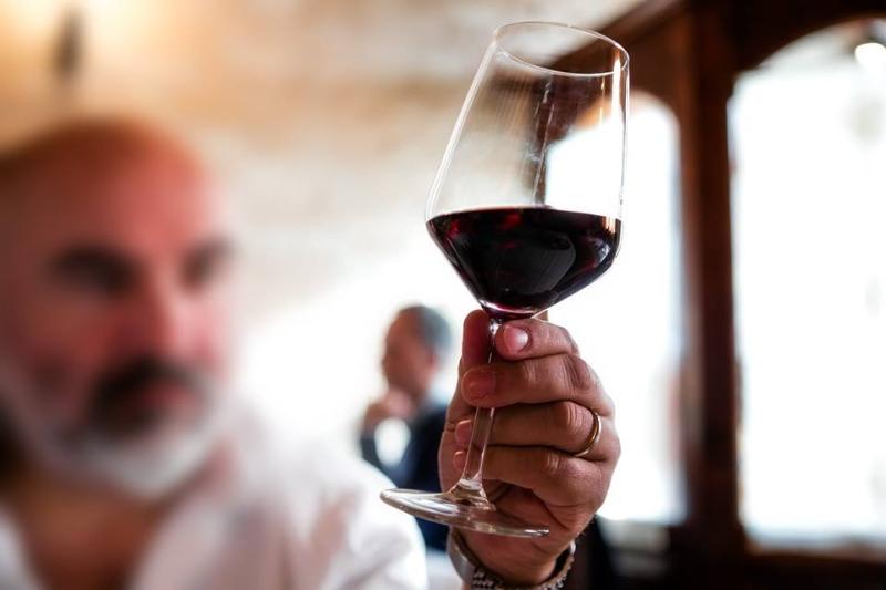 Bicchiere di Vernaccia di Serrapetrona
