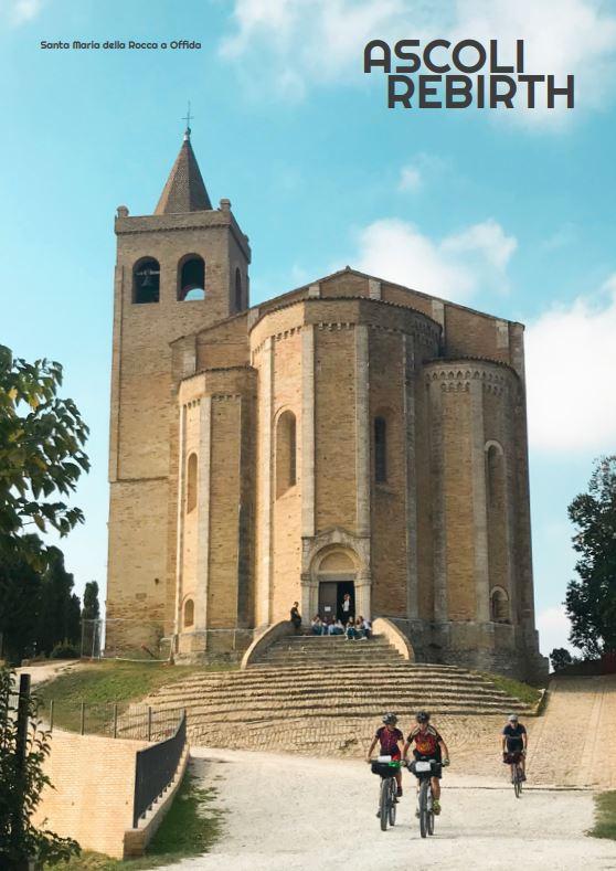 Ciclisti con sullo sfondo la chiesa di santa Maria della Rocca di Offida