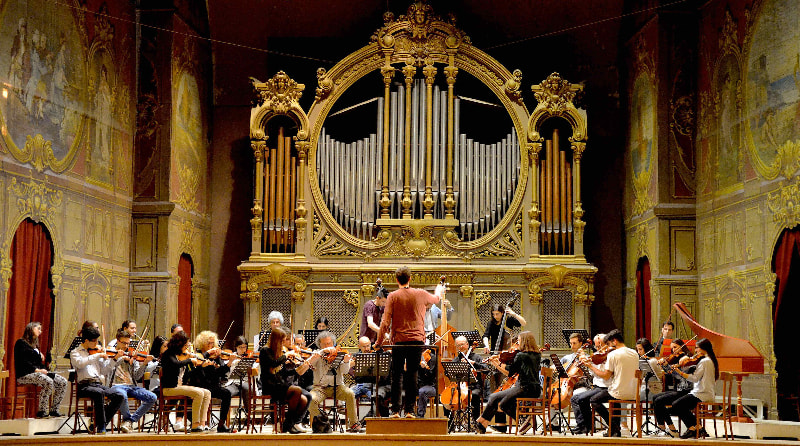 Muscisti che si esibiscono all'Auditorium Pedrotti all'interno del Conservatorio Rossini di Pesaro