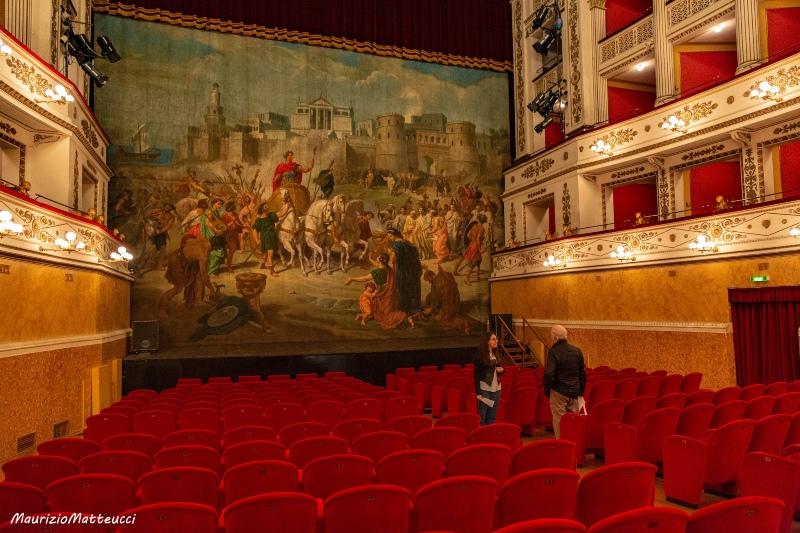 sipario storico del teatro della fortuna di Fano