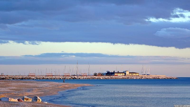 spiaggia sassonia a Fano