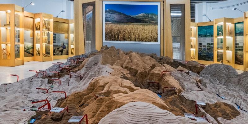 L'interno del Museo del Paesaggio di Amandola con i vari pannelli esplicativi