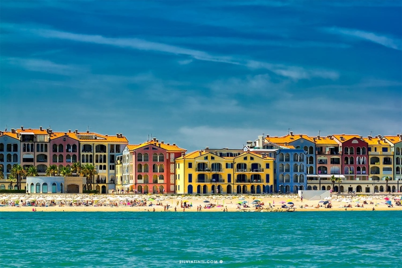 casette colorate vista mare a Porto Recanati