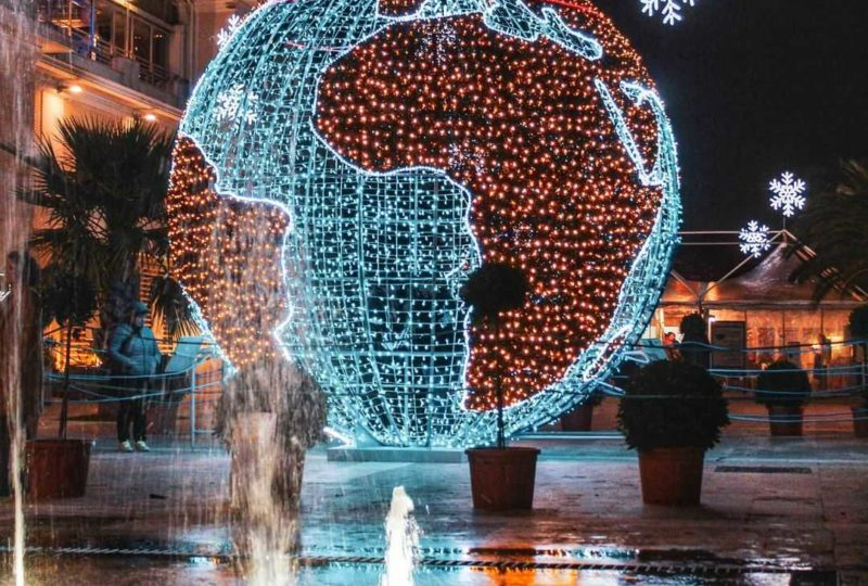 globo illuminato per Natale a Grottammare